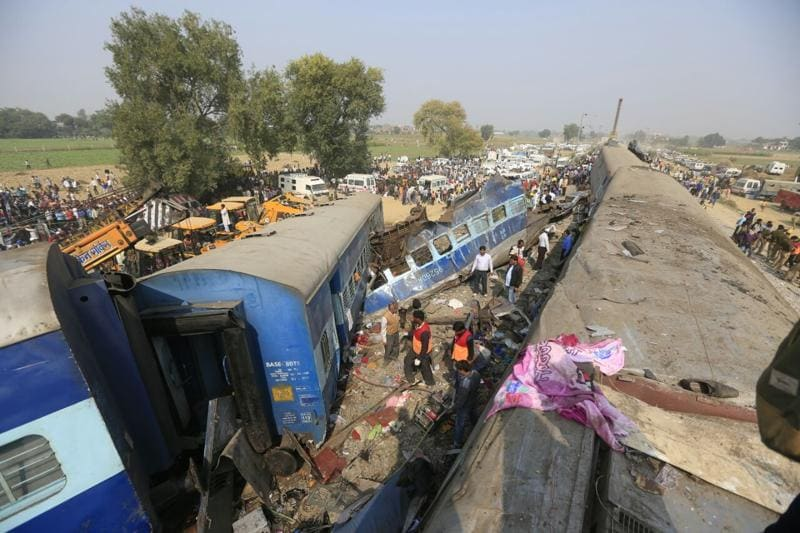 At least 100 people were killed when 14 coaches of the Patna-Indore Express derailed near Pukhrayan in Kanpur district early on Sunday. (HT Photo)