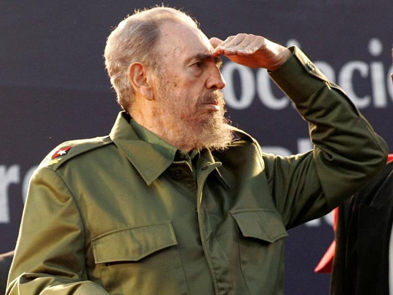 Cuba's President Fidel Castro looks at the crowd during a mass rally in Cordoba, Argentina July 21, 2006.  (REUTERS)