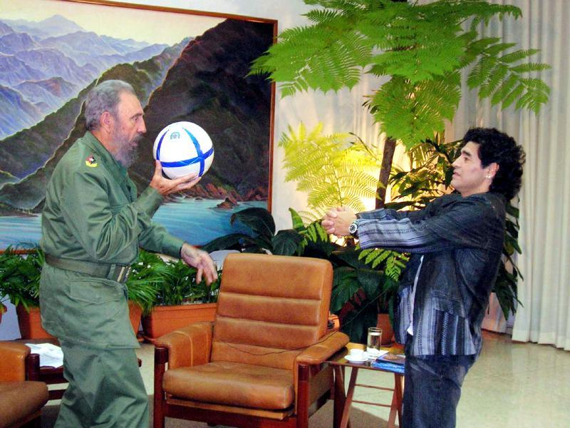 Cuban President Fidel Castro (L) and Argentine soccer legend Diego Maradona play with a ball during an interview in La Havana, in this October 26, 2005 file photo.  (REUTERS)