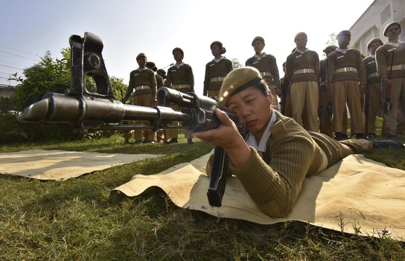Delhi Police cadets from northeast undergo arms training. Until last year, there were only 37 men and women from the Northeast in Delhi's 80,000-strong police force. (Raj K Raj/HT PHOTO)
