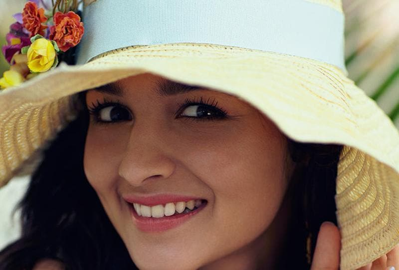 Actress Alia Bhatt: I'd like every girl to love herself more than anyone else. That's the only way they'll never land up hurting themselves. (Twitter)