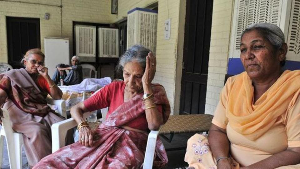 The court observed that Shanti Devi was a frail woman who was made to rush to the court in the twilight years of her life due to the harassment meted out to her by her son and daughter-in-law.
