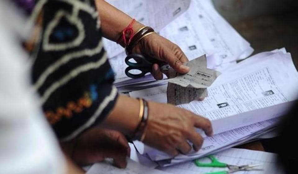 The BJP is in the lead in the number of seats won at the municipal council polls, but a closer look reveals that it has captured only 22 out of the 147 councils that went to polls