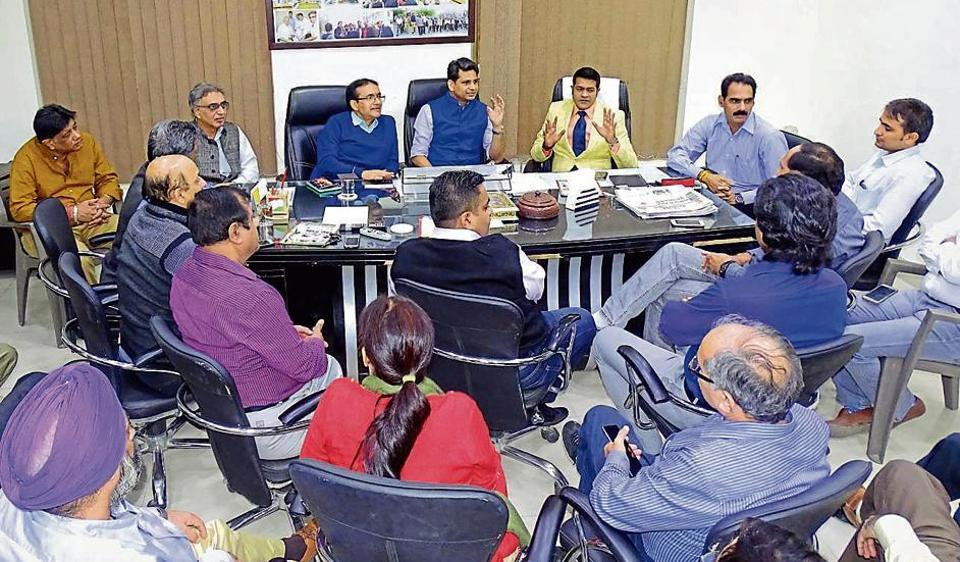 The Noida Entrepreneurs Association held a meeting with labour department officials about opening of bank accounts for their employees.