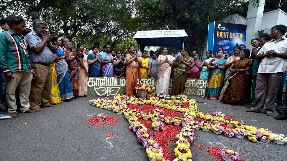 AIADMK cadres hold special prayers for the recovery of party supremo and state chief minister J Jayalalithaa in front of Apollo Hospitals in Chennai on November 28, 2016.