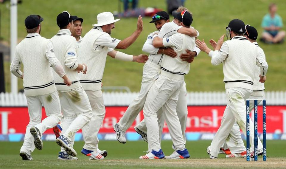 New Zealand's pacers sparked a final session collapse as the hosts clinched their first Test series victory over Pakistan since 1985.