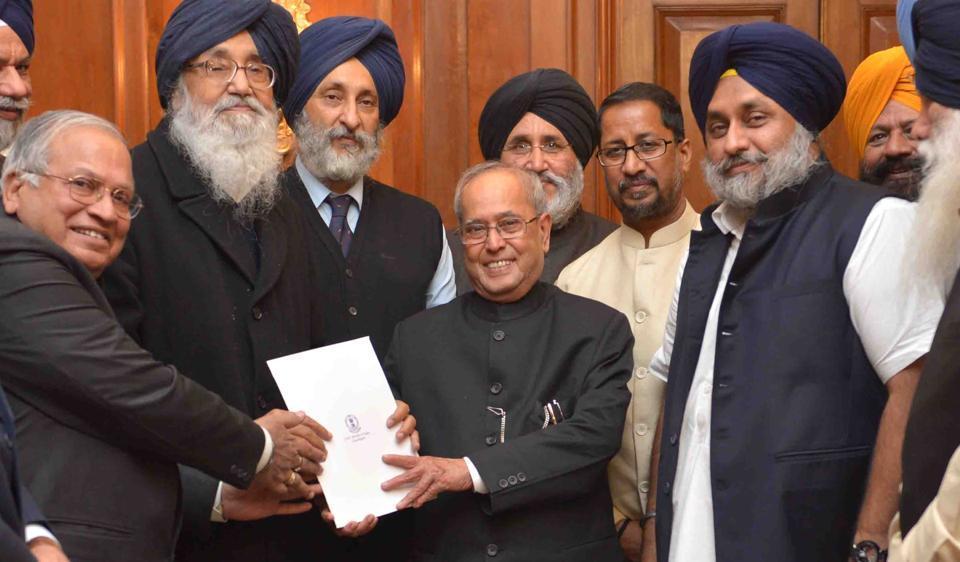 A delegation of Punjab ministers led by chief minister Parkash Singh Badal handing over the memorandum to President Pranab Mukherjee.