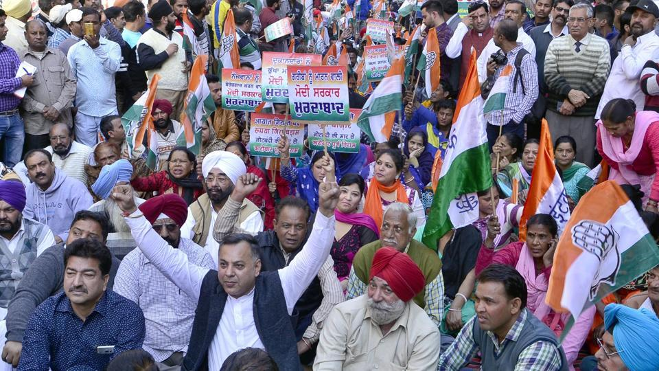 Agitated Congress workers shouting slogans during the protests against PM Modi at Patti in Tarn Taran.