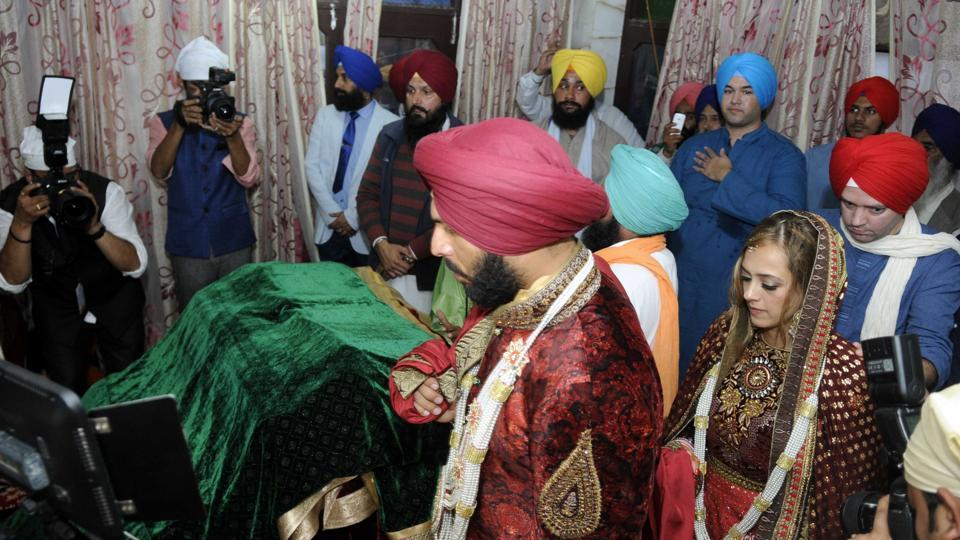 Yuvraj and Hazel took pheras at Dera Baba Ram Singh Gandua Wale in Fategarh Sahib District on Wednesday. (Bharat Bhushan/HT PHoto)