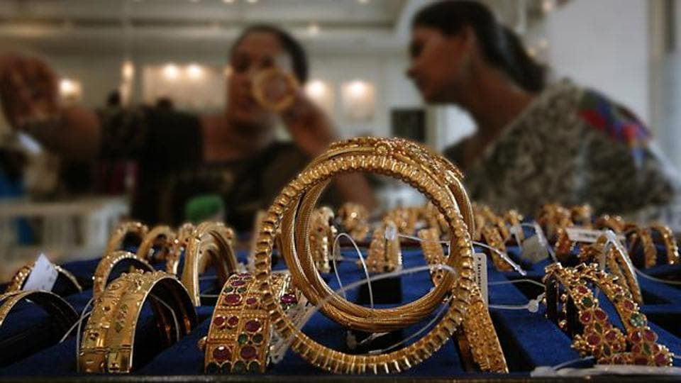 Many jewellers estimate an 85-90% dip in business post-demonetisation -- but exports have been unaffected.