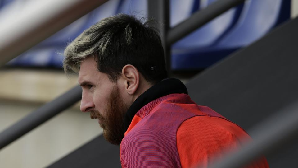 Lionel Messi did not know about the fact that he had travelled on the same aircraft that met a tragic end. Messi and his Barcelona teammate Neymar were the first to pay tributes to the players on social media.