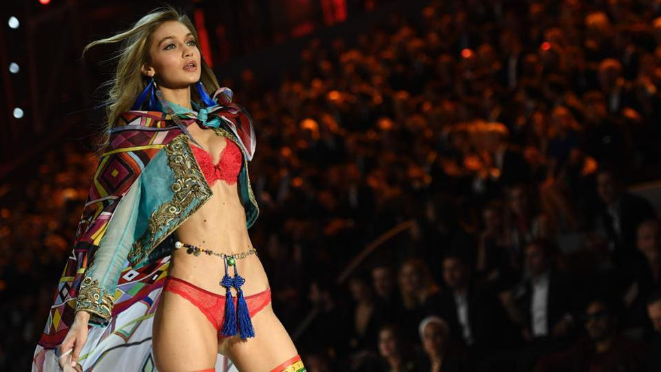 Gigi Hadid presents a creation with her trademark expression on her face. (AFP)