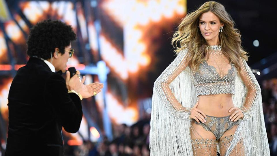No big deal but Bruno Mars was also there! Here he is performing with Danish model Josephine Skriver. (AFP)