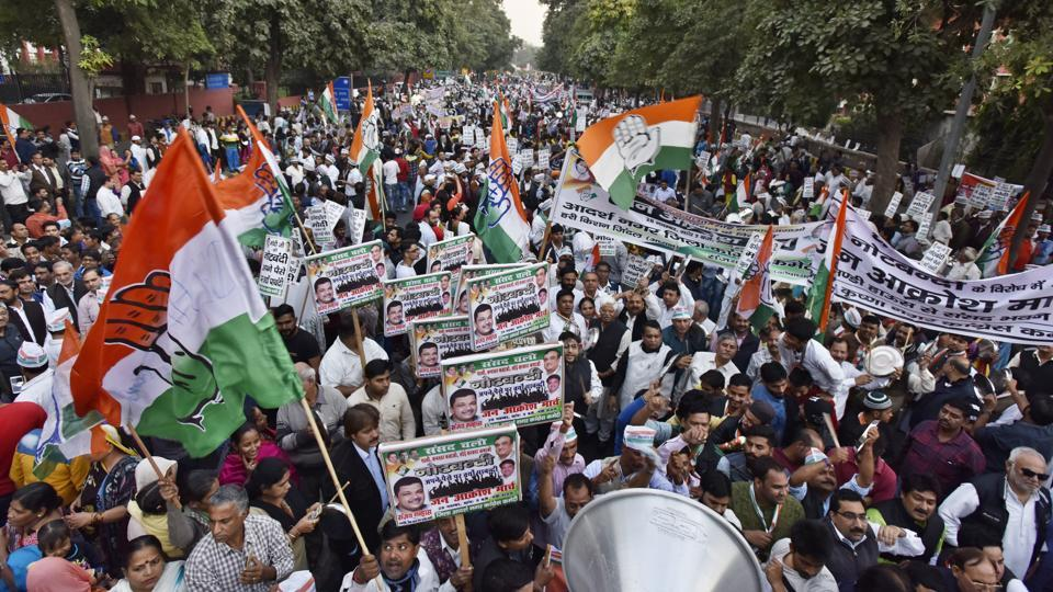 Congress workers protest against the Centre's demonetisation  exercise in New Delhi on Monday.