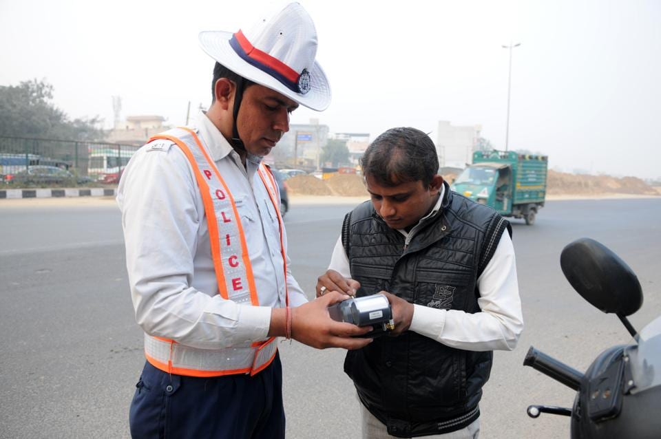 If all goes per plan, traffic violators will be made to pay fine amounts through electronic data capture or debit/credit card swipe machines or through digital wallet services such as Paytm.
