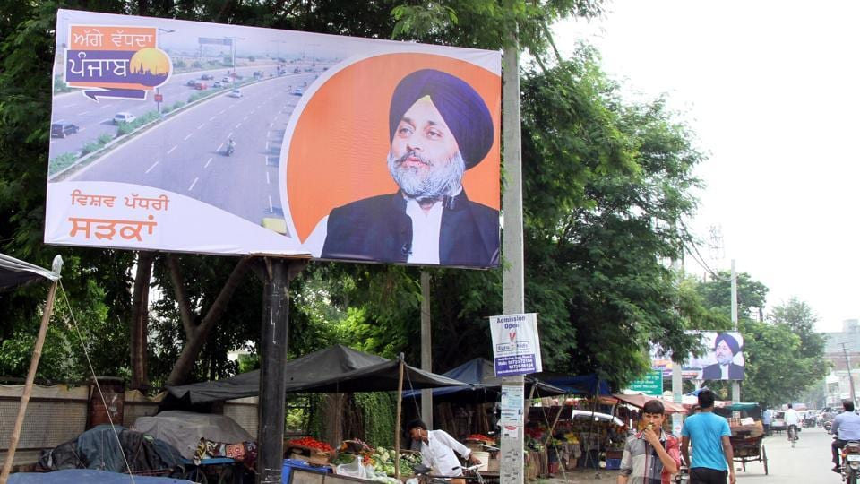 A hoarding on a unipole in Ludhiana.