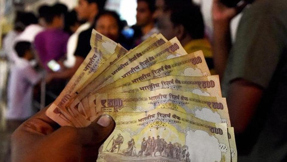 Government has cut short the deadline for using old Rs 500 notes at petrol pumps and for buying airline tickets.