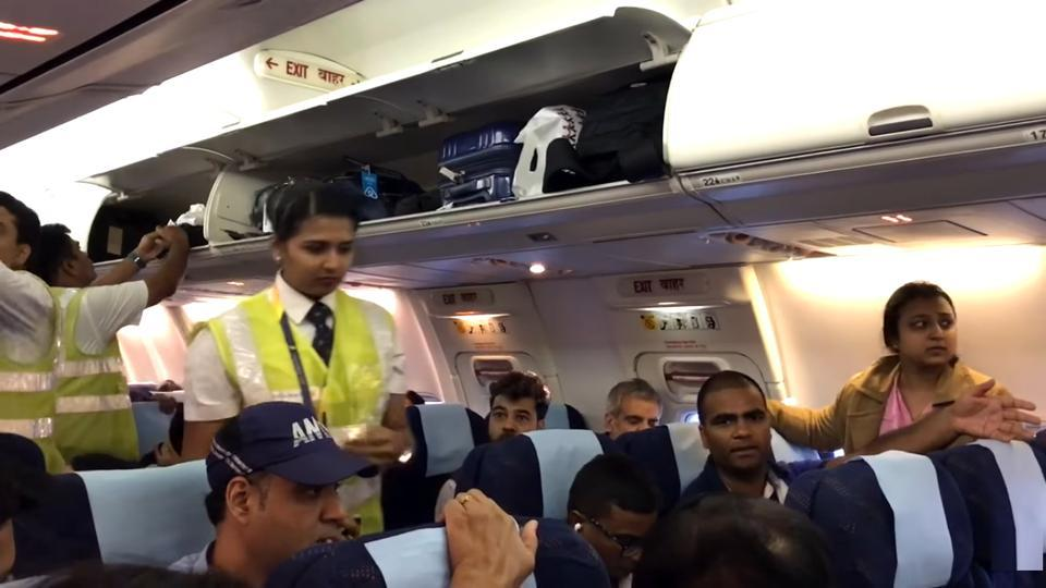 Minutes before the take-off, passengers learnt that the aircraft was waiting because some passengers were running late.