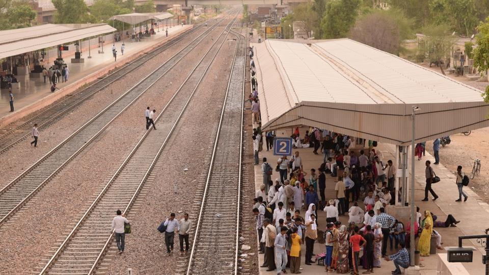 Train crossing,uttar Pradesh