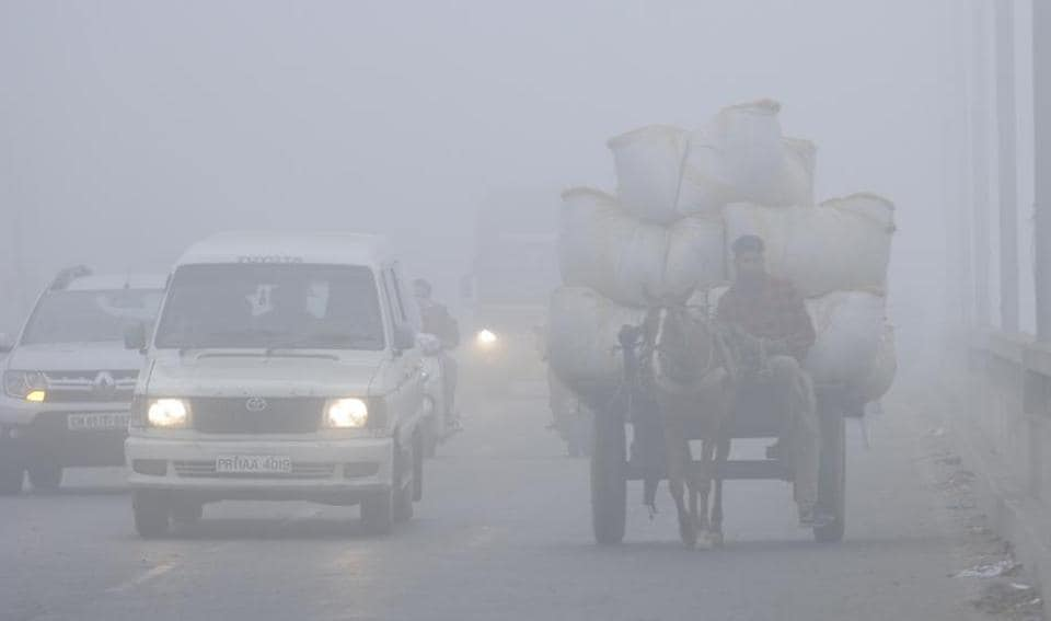On the Patiala-Sangrur road on a foggy Friday morning. (Bharat Bhushan/HT)