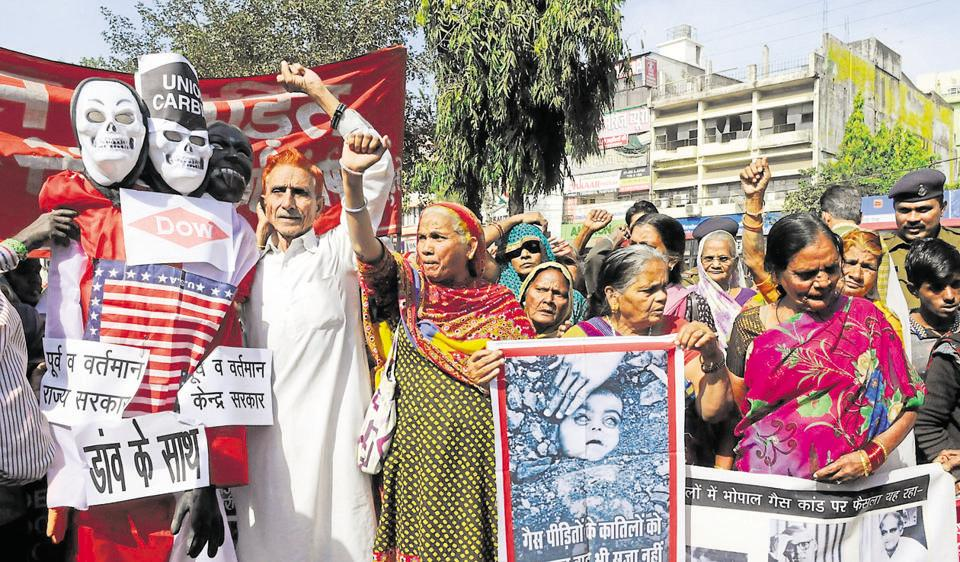 Gas victim destitute pensioners, under the banner of Gas Peedit Nirashrit Pension Bhogi Sangharsh Morcha, stage a demonstration in Bhopal on Thursday.