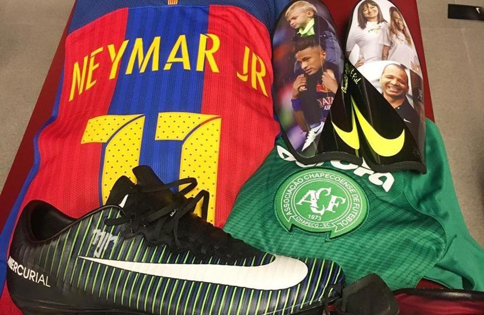 Barcelona star Neymar honoured the 71 victims killed in a plane crash that wiped out most of the players and coaching staff of Brazilian side Chapecoense