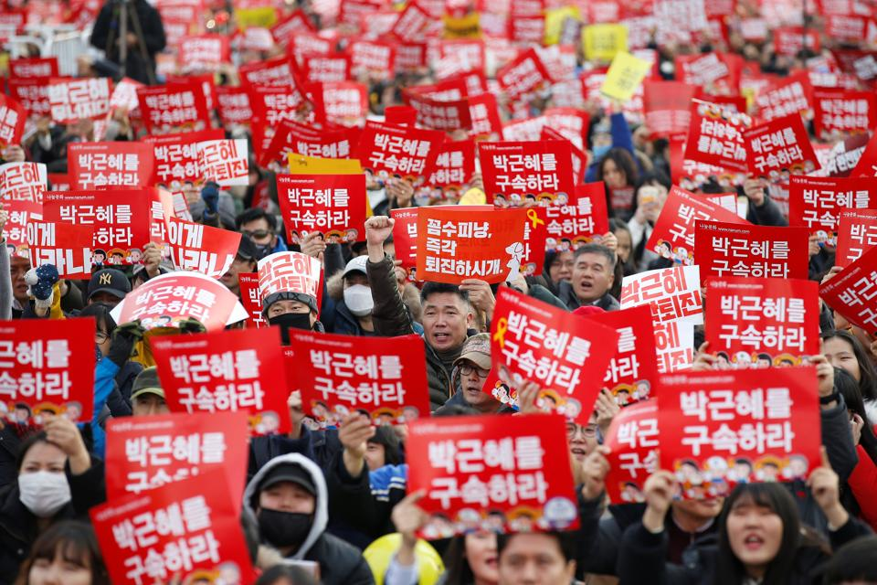 People chant slogans during a protest demanding ouster of South Korean president Park Geun-hye in central Seoul on Saturday.