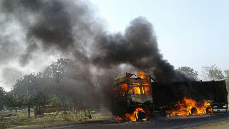 A dumper was burnt in Potka while a 10-wheel truck was set afire in Pipla during the dawn-to-dusk bandh on November 25.