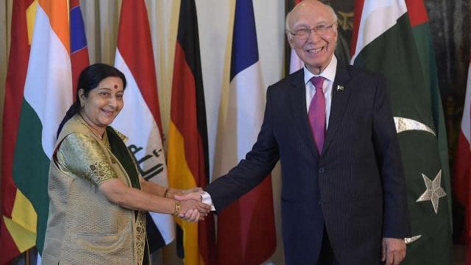 Pakistan,Sartaj Aziz,Sushma Swaraj health