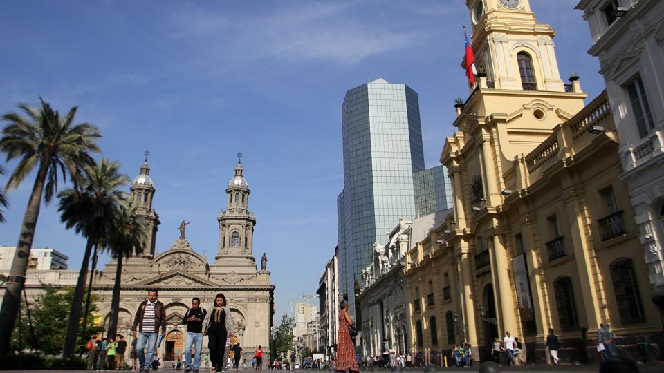 Santiago, the capital of Chile, is a pretty city dotted by buildings in the art deco, neo-gothic and other styles. (AFP)