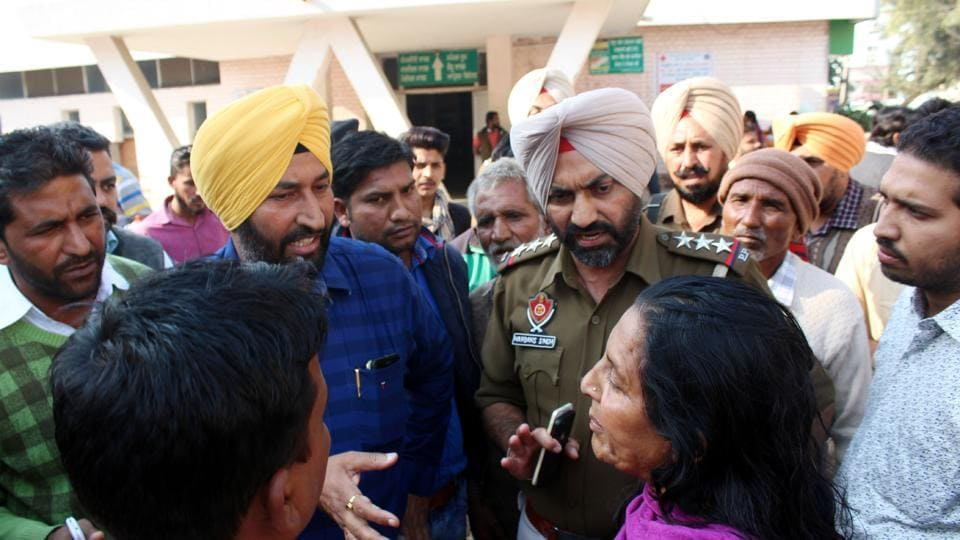 Family members of the artiste argue with police in Bathinda Civil Hospital on Sunday.