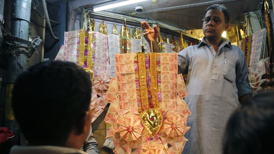 Currency-garland maker Saleemuddin has switched to using Rs 10 and Rs 20 notes for his craft as there is a shortage of higher value notes.