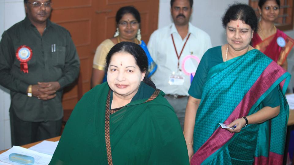 Jayalalithaa at Stella Maris polling booth to cast her vote with her aide Sasikala. (V srinivasulu/HT Photo)