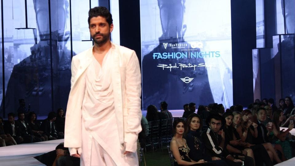 Farhan Akhtar displays the creation of fashion designer Rajesh Pratap Singh. (IANS)