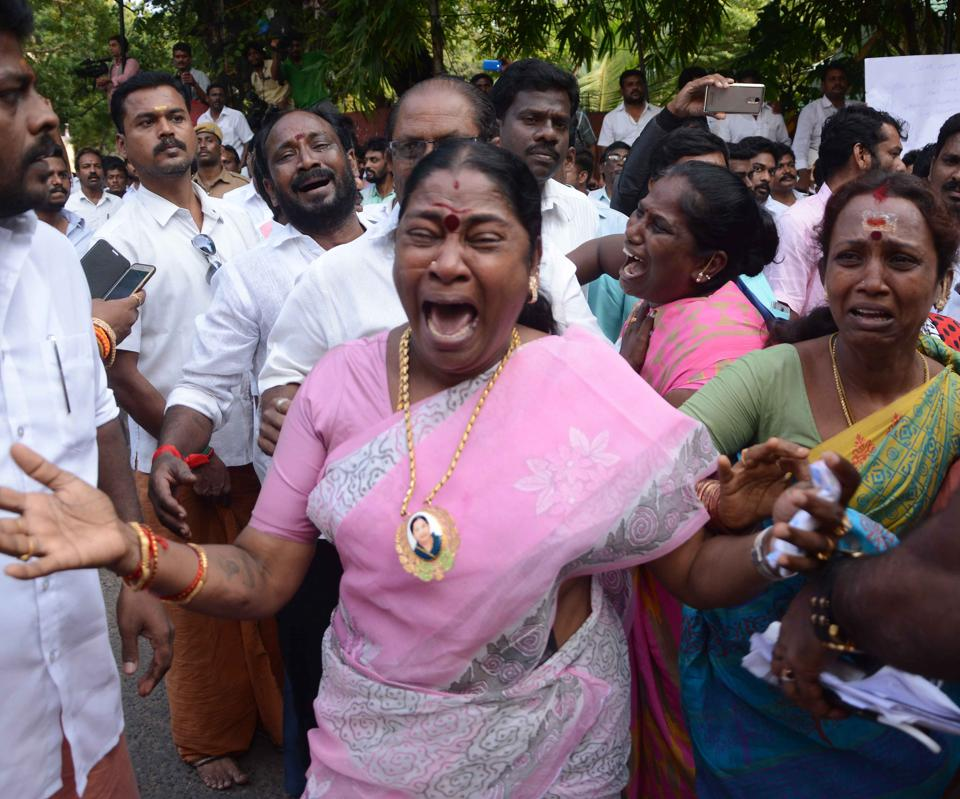Supporters of Tamil Nadu chief minister Jayalalithaa  react outside the hospital where she is being treated after false reports that she had died. (Srinivasulu/ HT Photo)