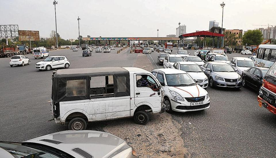 Jams are witnessed at the U-turn as it is the only point on a 10-kilometre stretch that allows movement to the other side.