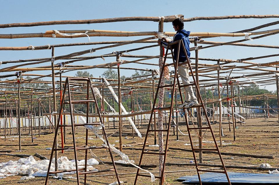 Large sheds are being erected on the grounds of Government Arts and Commerce College in Indore to make arrangements for a national ABVP meet to be held from December 24.