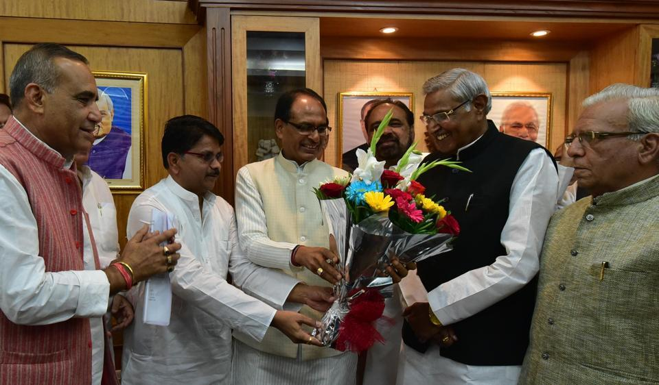Chief minister Shivraj Singh Chouhan along with Leader of Opposition Bala Bachchan welcoming Speaker Sita Saran Sharma during the first day of Madhya Pradesh Assembly winter session, in Bhopal on Monday.
