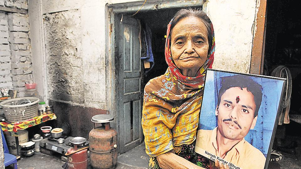 Jalandhar, India December 05: Nirmla Rani (59) with her son Naresh Kumar alias Bhutto portrait at Jalandhar, India on Monday, December 05, 2016. Pardeep Pandit/HT Photo