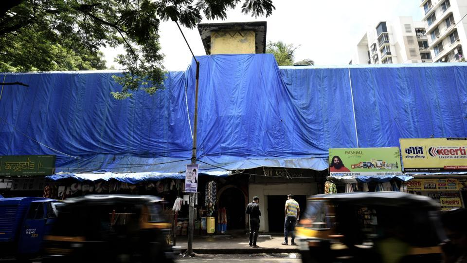 Under cover: While many students of the municipal Marathi school no. 1 at Ghatkopar (East) may still remember the lessons they learnt, the structure certainly will soon become history. (Arijit Sen/HT PHOTO)