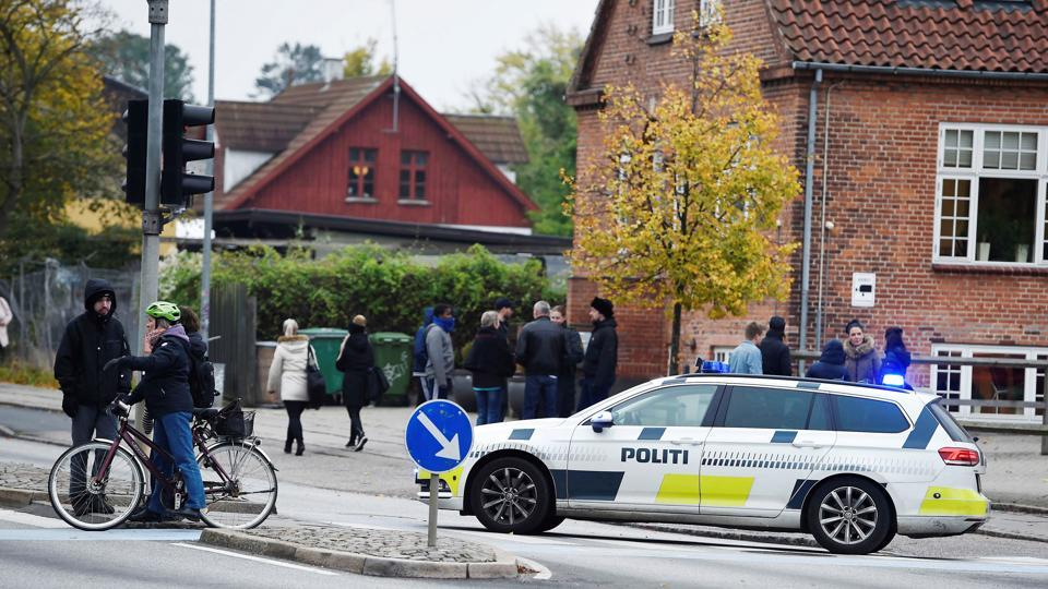 Police block the entrance to RO's Torv, a shopping centre in downtown Roskilde, Denmark on October 17, 2016 after bomb threats at two airports and two shopping malls in Denmark led to evacuations of all four places.