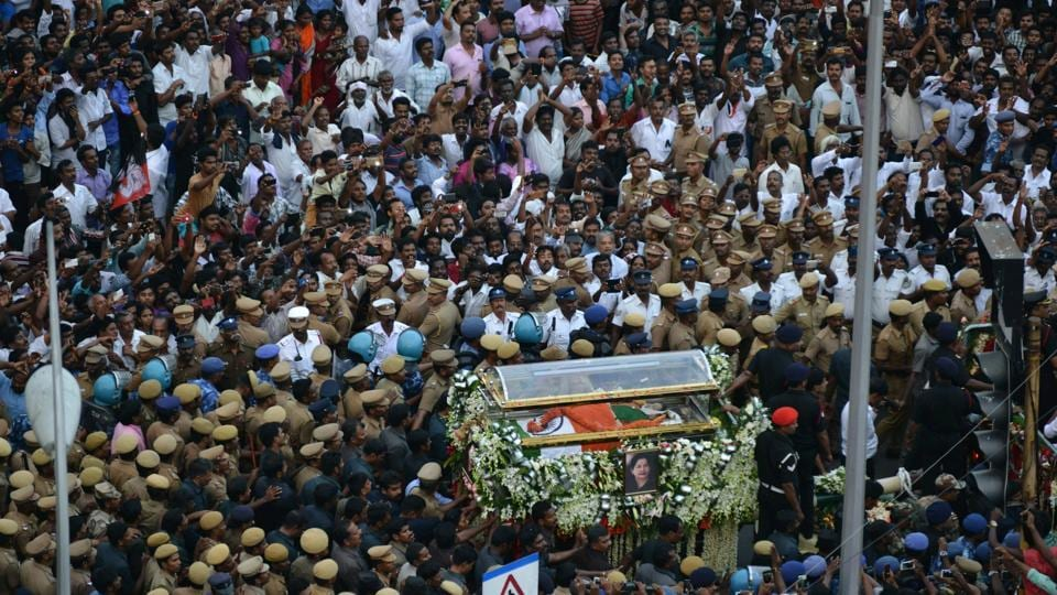 The final procession from Rajaji Hall to Marina Beach was followed on foot by thousands who descended on the streets of Chennai to bid goodbye to Jayalalithaa. (Vanne Srinivasulu/HT Photo)