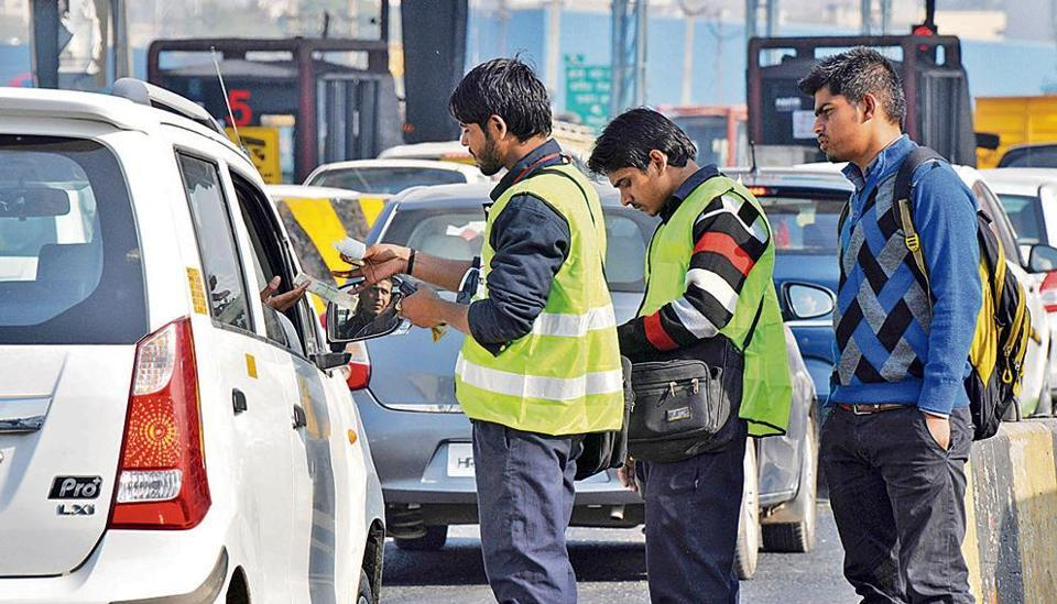 Officials said jams happened as commuters were trying to pay toll with higher denomination notes.