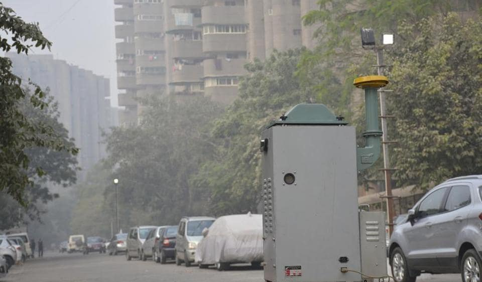 The state pollution control board installed an ambient air quality monitoring instrument.