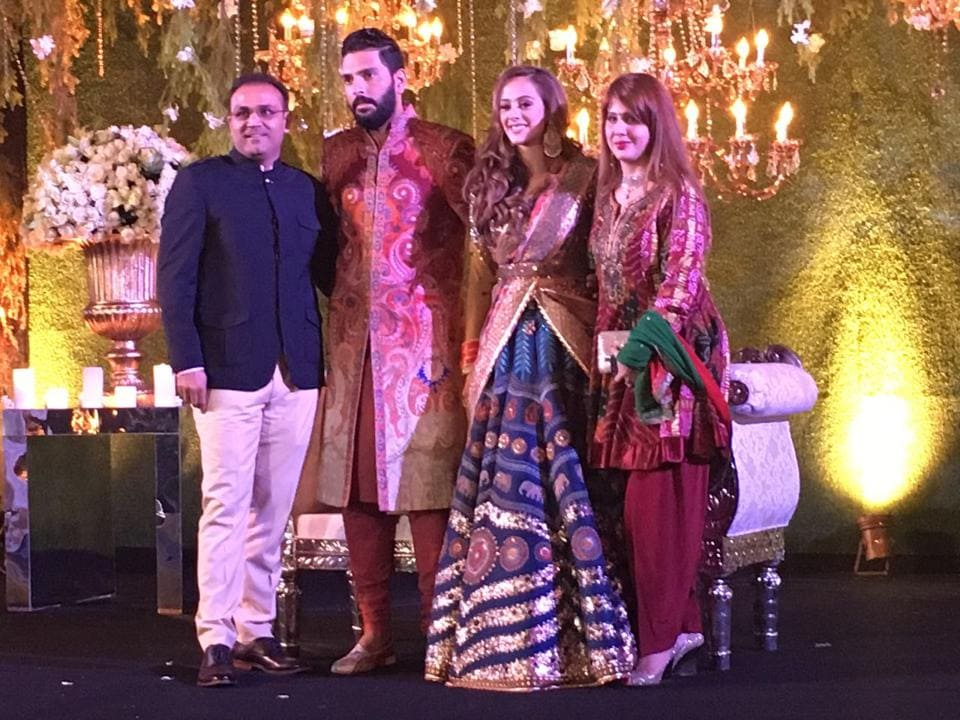 Yuvraj SIngh-Hazel Keech strikes a pose with Virender Sehwag and his wife. (HT Photo)