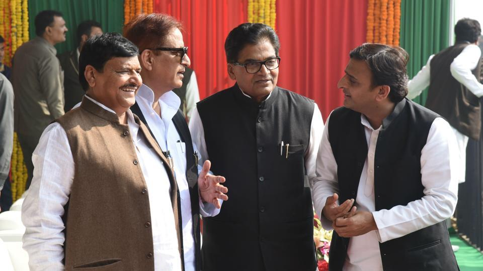 Uttar Pradesh chief minister Akhilesh Yadav with uncle Ramgopal Yadav, Shivpal Yadav and minister Azam Khan during the inaugural function of Lucknow-Agra Expressway in Unnao.