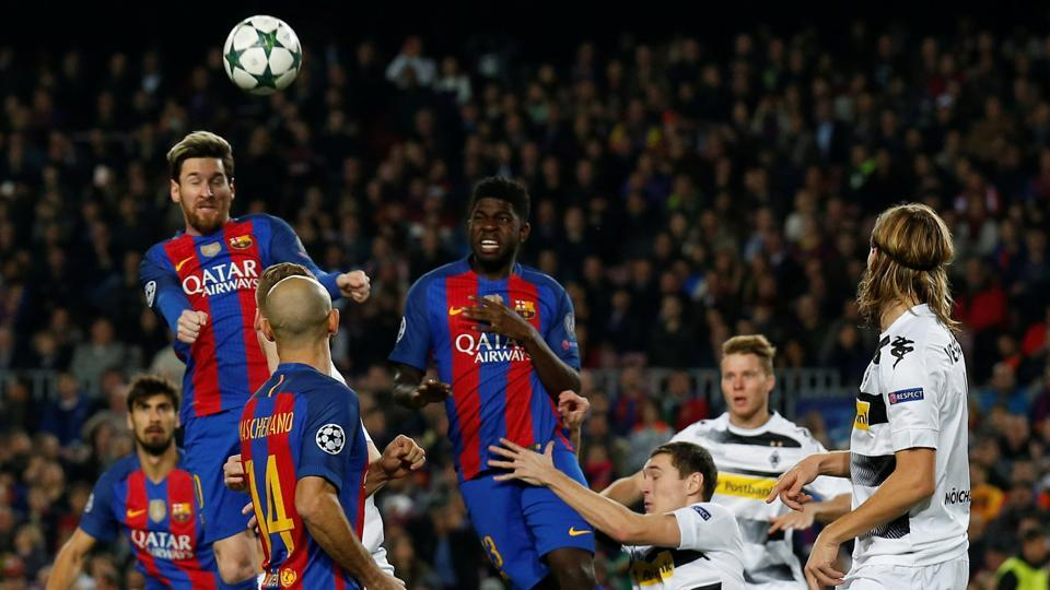 Lionel Messi opened the scoring for FCBarcelona against Borussia Moenchengladbach, scoring his 10th goal in the group stage of the Champions League this season. He fell short one of equaling Cristiano Ronaldo's 11-goal mark in the first phase of the tournament.