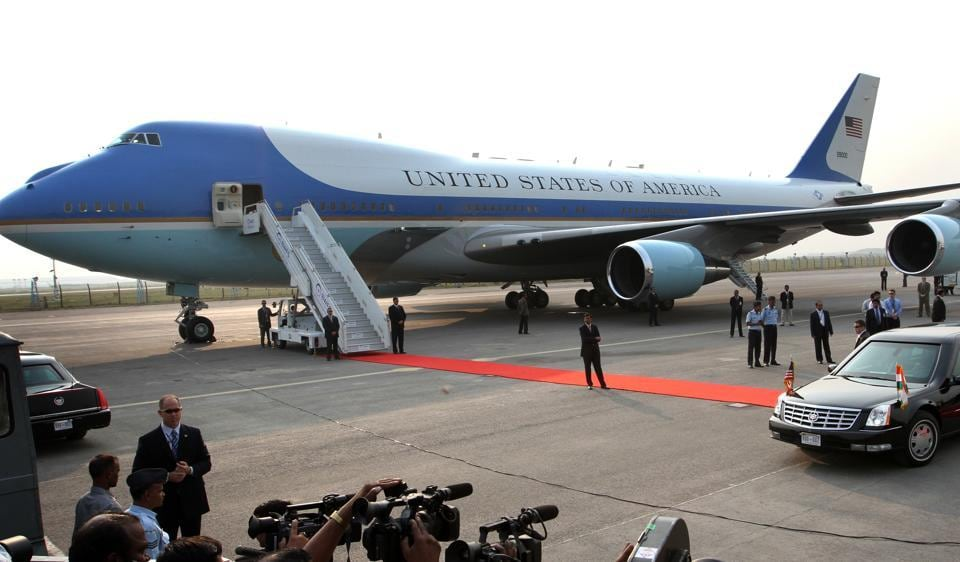 United States president  Barack Obama and his wife Michelle in New Delhi next to Air Force One, the US presidential aircraft.