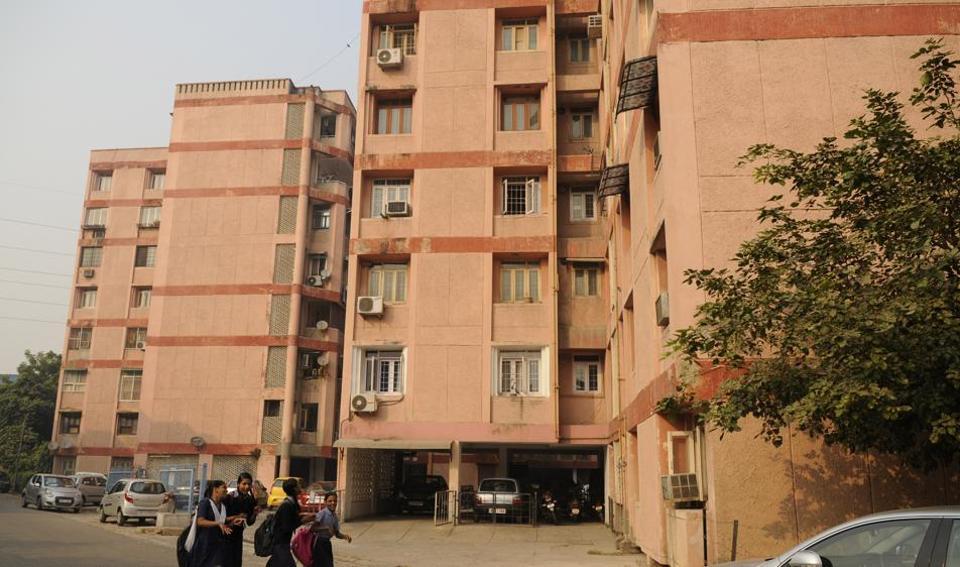 The flats are located in Sarita Vihar, Jasola, Dwarka, Pitampura, Sukhdev Vihar, Narela, Rohini, Jehangirpuri, Loknayakpuram, Dilshad Garden, Paschim Vihar, Bindapur and Mukherjee Nagar.