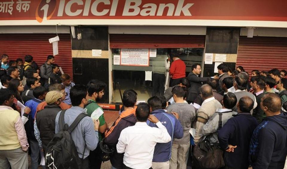 A large crowd queued up outside Noida banks on Wednesday, which is a payday for private employees, but many returned home disappointed.